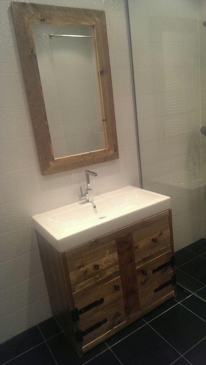 Steigerhouten wastafelmeubel en spiegel – Warns Woodworks